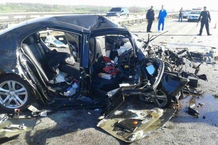 Страшна аварія під Дніпром: постраждалих вирізали із авто (фото)
