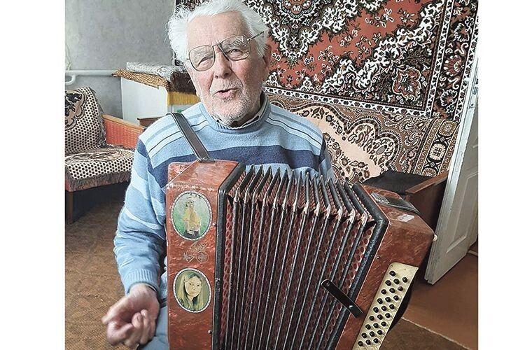 90-літній Олексій Дубинський: «Може, хтось зацікавиться піснями, які я ношу у своєму «комп'ютері»?