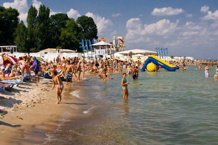 На більшості пляжів Одеси виявили кишкову паличку