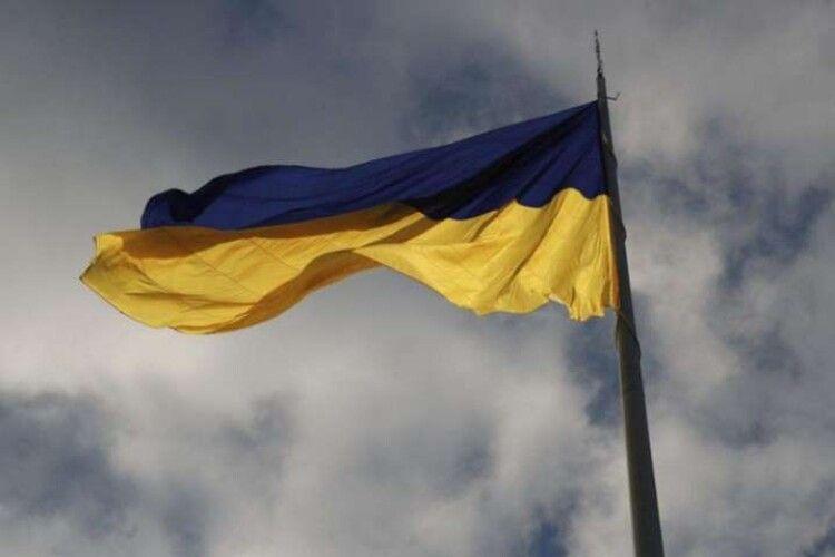 Через сильний снігопад у Києві приспустили головний прапор