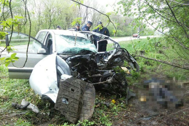 На трасі Луцьк-Рівне – смертельна автокатастрофа (фото)