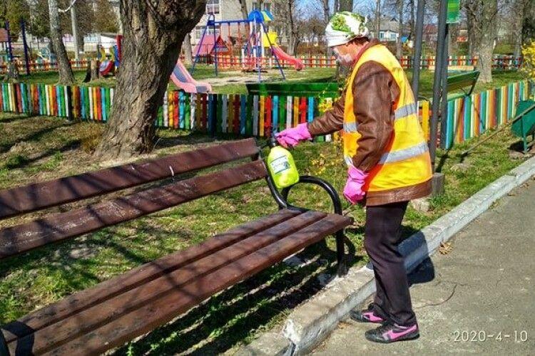 В Іваничах знезаражують громадські місця і навіть дороги (Фото)