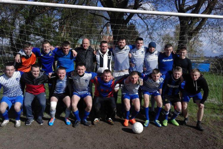 На Горохівщині на футбол прийшло усе село