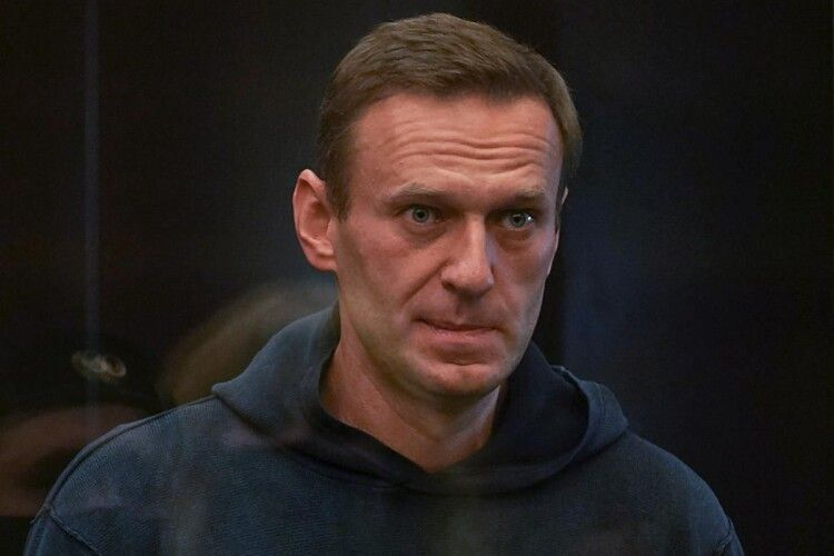 Московський суд запроторив Навального на три роки за ґрати
