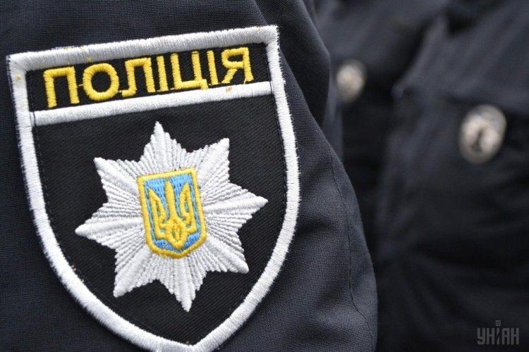 Поліція у Луцьку розслідує, чому підозрюваний вистрибнув з вікна будинку під час конвоювання до суду