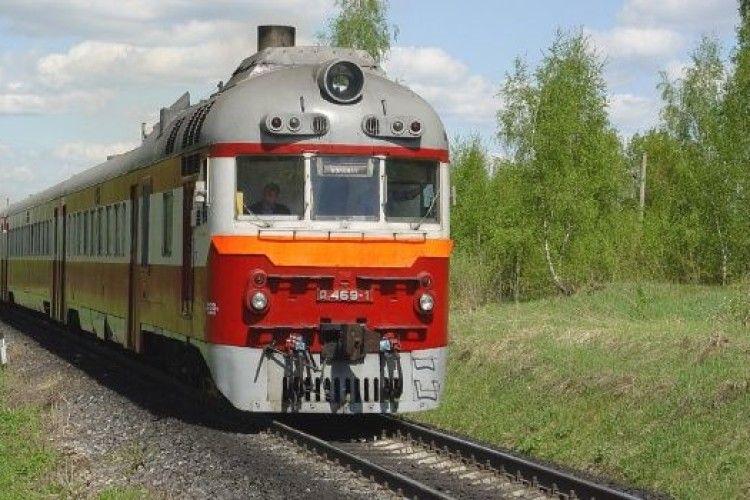 На Волині невідомий у поїзді завалився на 8-річну дівчинку – та потрапила до лікарні