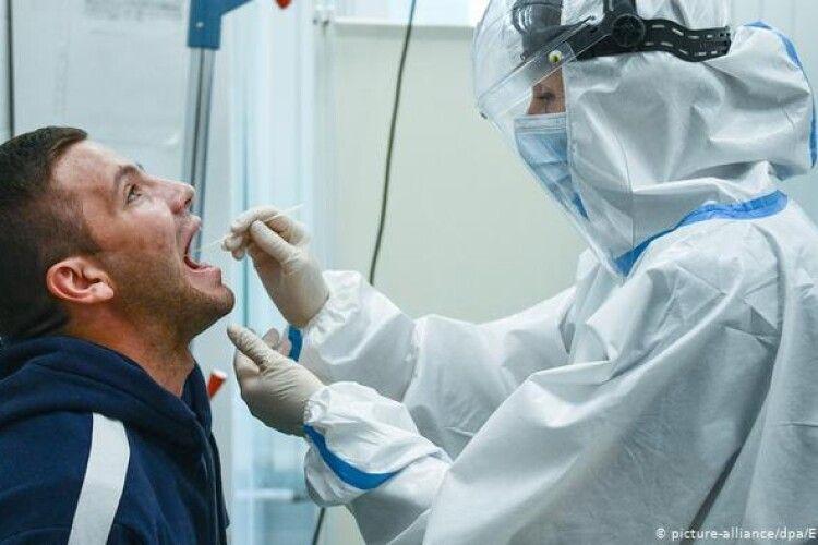Коронавірус: Франківщина і далі «горить», на Волині – 128 нових випадків