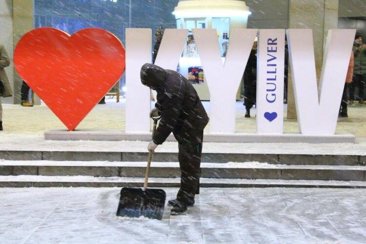 У Києві протягом доби переплавили 500 тонн снігу