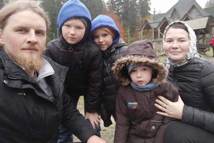 Священник з Волині просить допомогти порятувати дітей, постраждалих у «чорній» ДТП на Рівненщині