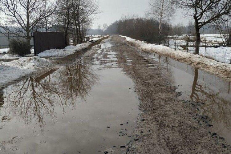 На Любешівщині затопило тисячі гектарів угідь, до хат вода поки не дісталась (Відео)