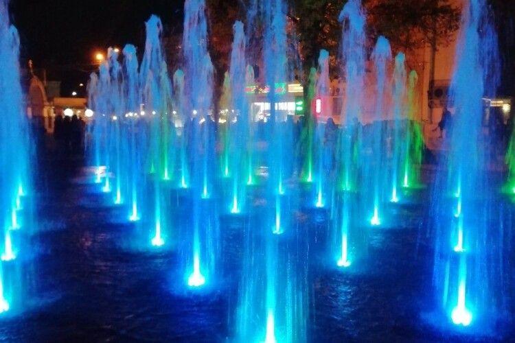 Новий фонтан у центрі Луцька незабаром зупинять