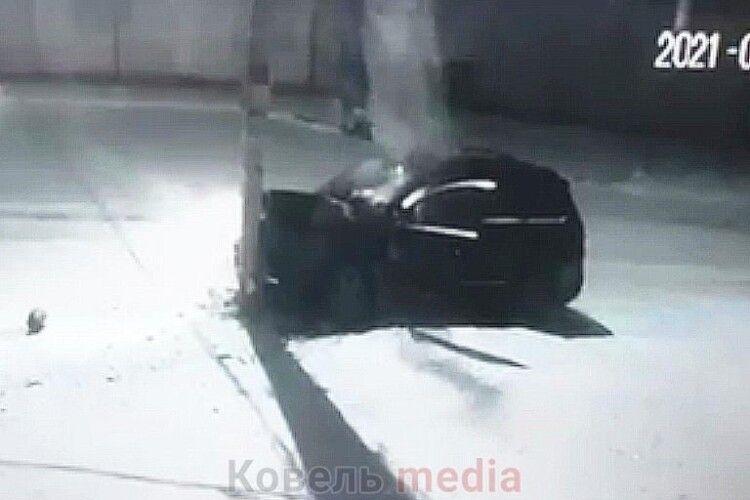 У Ковелі біля ринку джип протаранив стовп