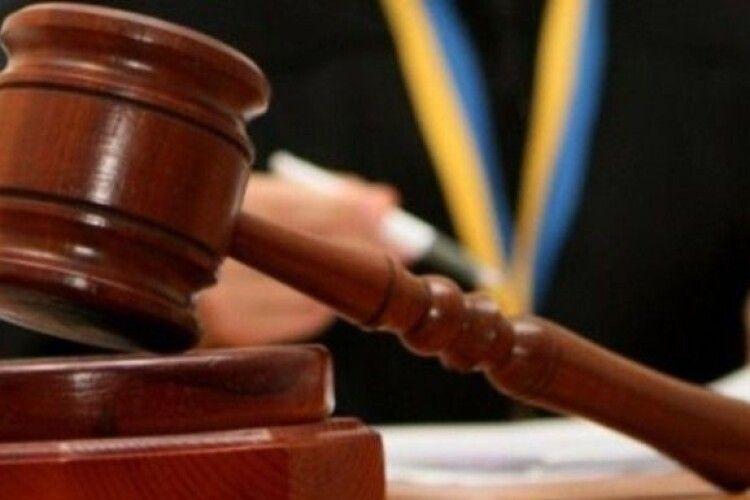 Суд оштрафував чоловіка, який їздив з прив'язаною до машини собакою
