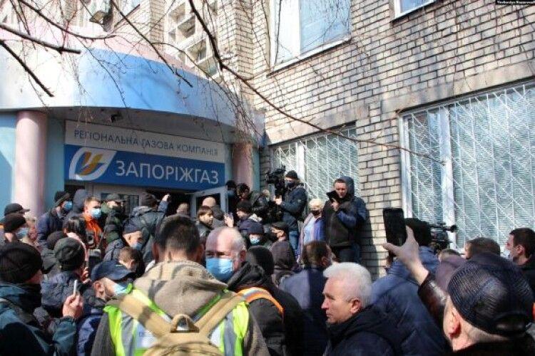 Мітингувальники влаштували сутички біля облгазу