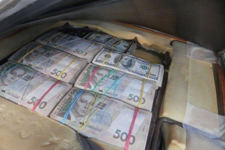 Із окупованого Донецька везли в еквіваленті 5 мільйонів гривень готівкою (Фото)