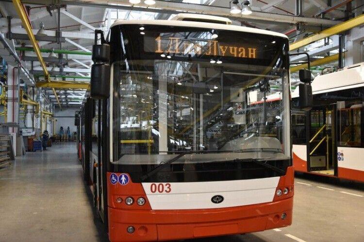 З понеділка Луцьком курсуватимуть ще чотири нових тролейбуси (Фото)