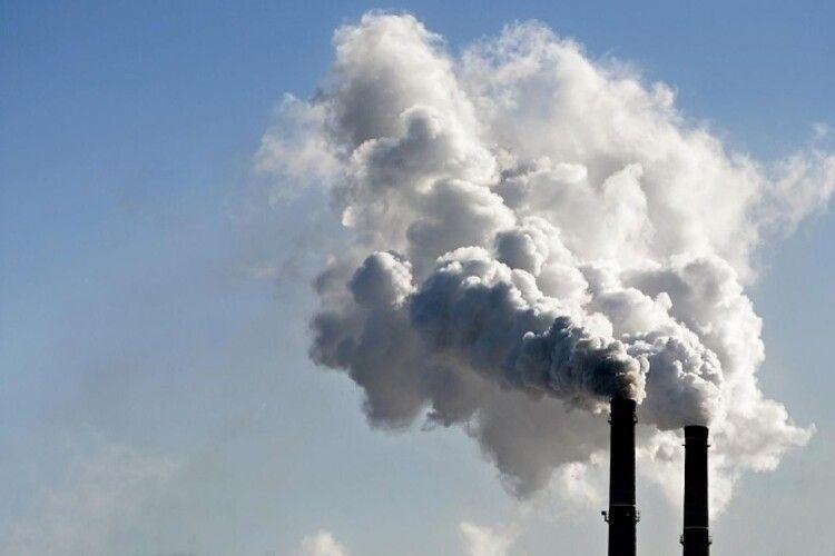 На Рівненщині через забруднення повітря оштрафували на велику суму завод