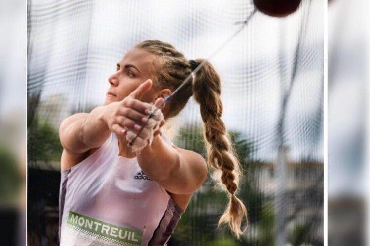 Олімпійська  спортсменка з Волині запрошує на ранкову гімнастику