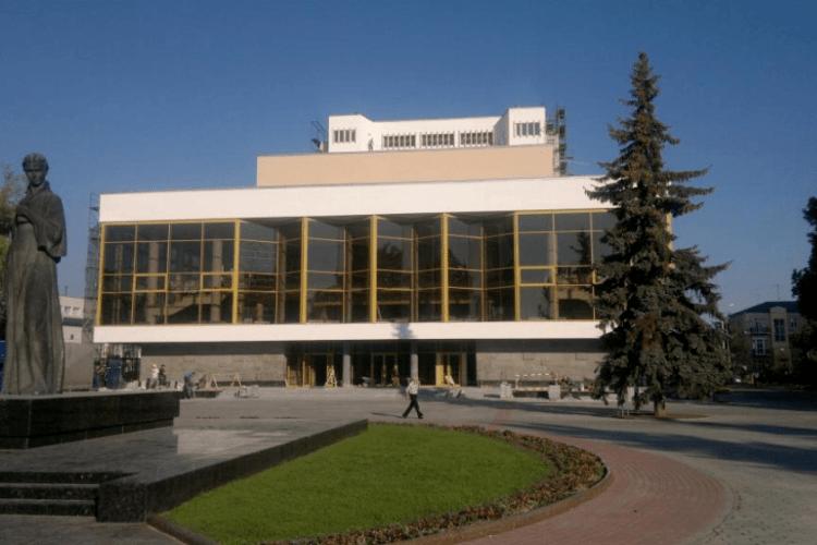Директору луцького драмтеатру оголосили догану
