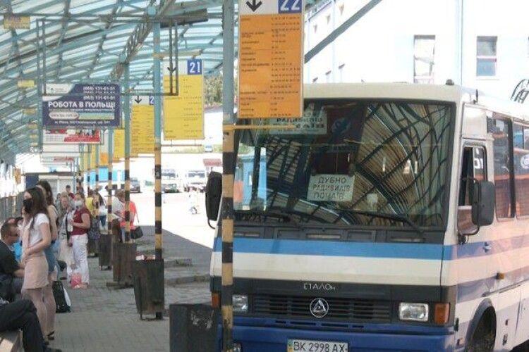 На Рівненщині відновили приміські та міжміські перевезення
