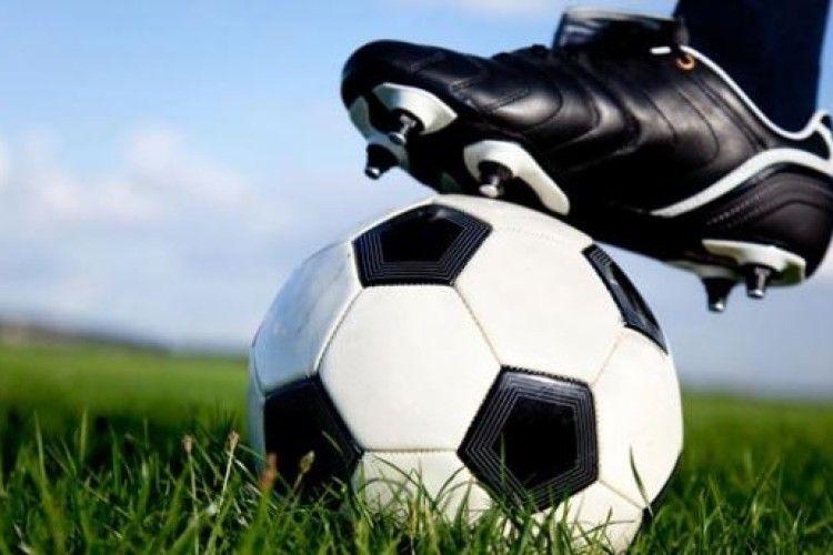 100 школярів зіграли у футбол проти трьох гравців збірної Японії