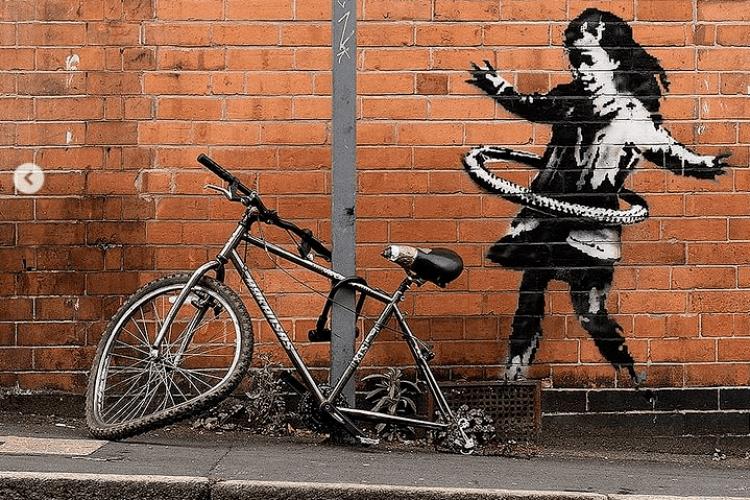 Поцупили ровер, який доповнював графіті Бенксі