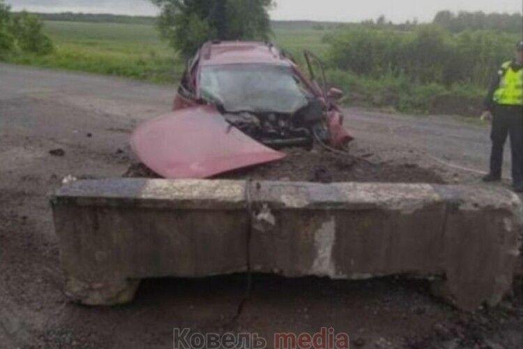 На Волині легковик розбився на місці ремонту дороги. Водій загинув (Відео)