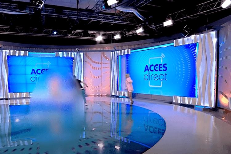 Гола жінка накинулася на ведучу шоу в прямому ефірі (Відео)