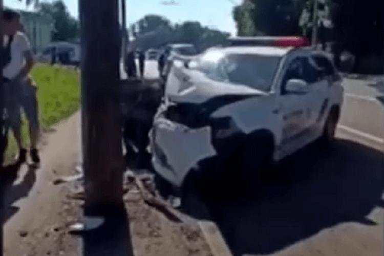 Один із копів, який розбився на службовому авто в Луцьку, у важкому стані (Відео)
