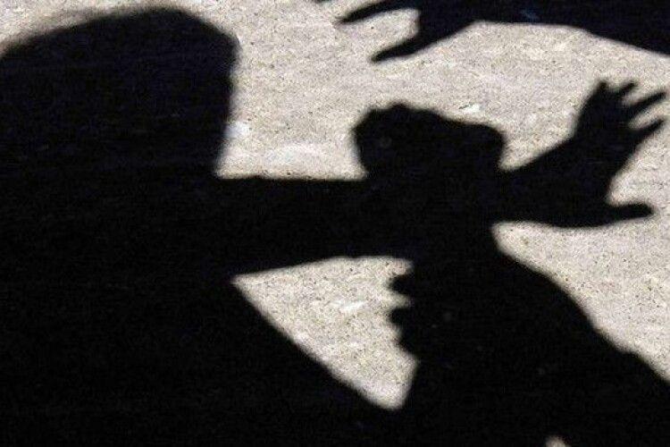 На Рівненщині неповнолітній убив сокирою листоношу, його судитимуть