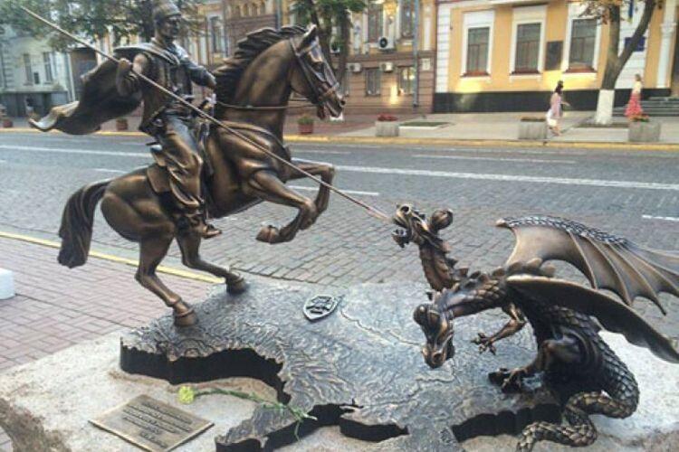 Із сайту СБУ прибрали зображення козака-переможця, який вбиває двоголового змія наДонбасі