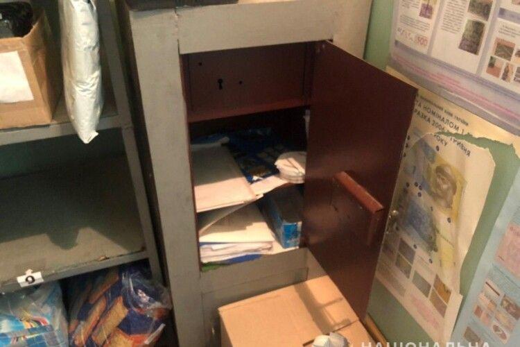 У Харкові чоловік з палицею пограбував пошту