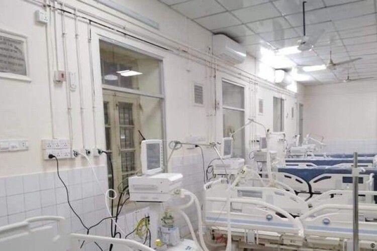 Пацієнти, які лікувалися від коронавірусу, одужали і вкрали апарат для інфікованих