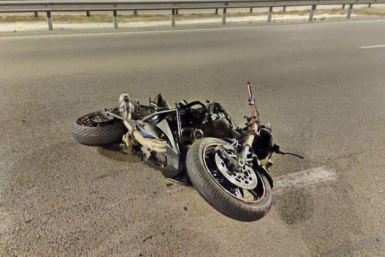 Відірвало голову і ноги: на чоловіка наїхав мотоцикліст