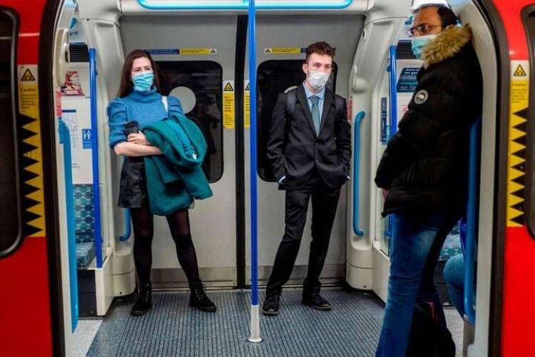 Британські дослідники не знайшли коронавірусу в автобусах і метро