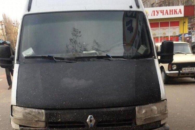 Мікроавтобус без водія на смерть збив жінку