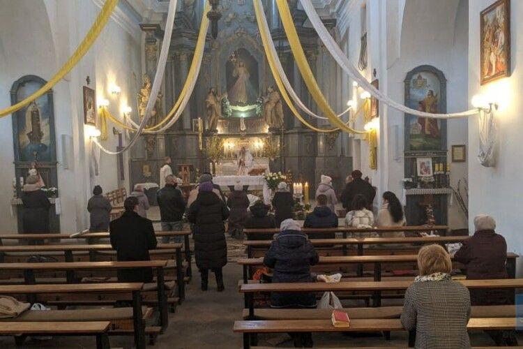 У костелі святих Іоакима і Анни у Володимирі відправили Пасхальну месу