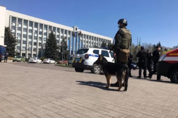 У Рівненській ОДА стріляли силовики