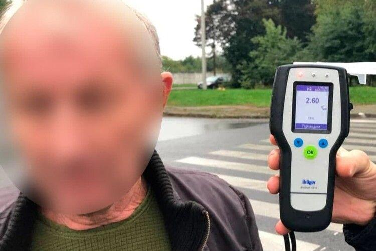 П'яний за кермом: у Луцьку не поділили дороги Mercedes-Benz та Lexus
