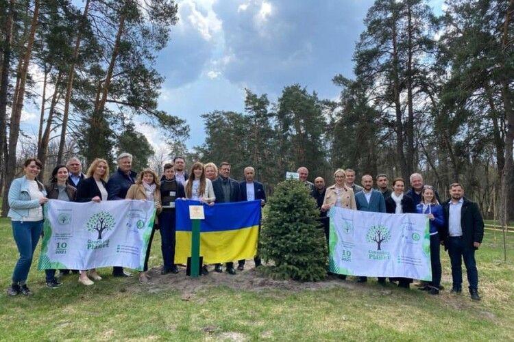 Україна встановила світовий рекорд за кількістю висаджених дерев за один день
