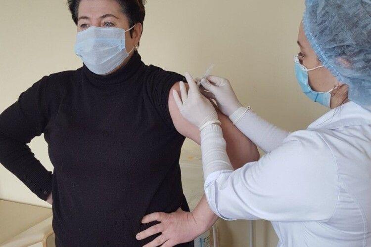 Любомльські медики також вакцинувалися від коронавірусу (Фото)
