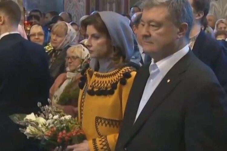 «Вибори не вовк, в ліс не втечуть!»: Петро Порошенко першим ділом подався святити вербу до Михайлівського собору