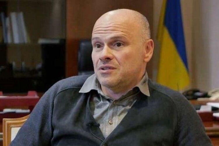 В Україні терміново готують законопроєкт, який заборонить продаж будь-яких ліків дітям до 18 років
