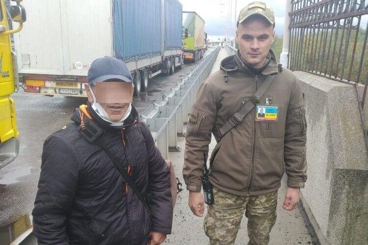 На Волині затримали громадянина Туреччини, який пробирався до Польщі