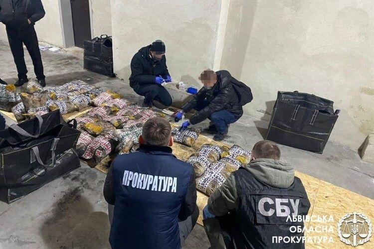 У Львові накрили ділків з понад тонною героїну: вартість цієї наркоти сягає 100 мільйонів доларів (Фото)