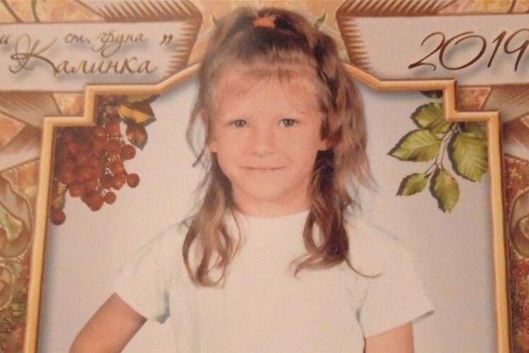 Коли поліція прийшла в хату до підозрюваного у вбивстві семирічної Марійки Борисової, той... лежав на ліжку з порізаними венами