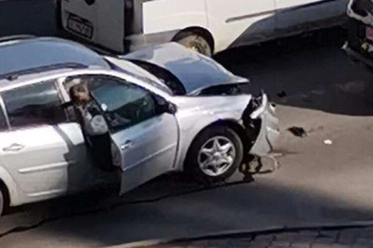 У Луцьку на перехресті Кравчука-Гордіюк – аварія: зіткнулися чотири автівки