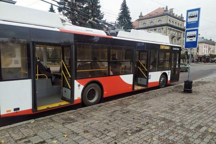 «Валідатори не працюють!»: що думають лучани про нові тролейбуси (Фото)