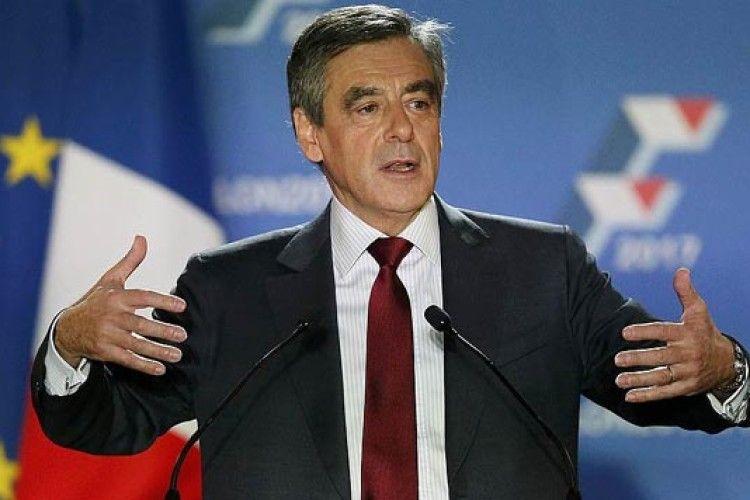 Не зеленкою єдиною. Кандидата в президенти Франції обсипали борошном