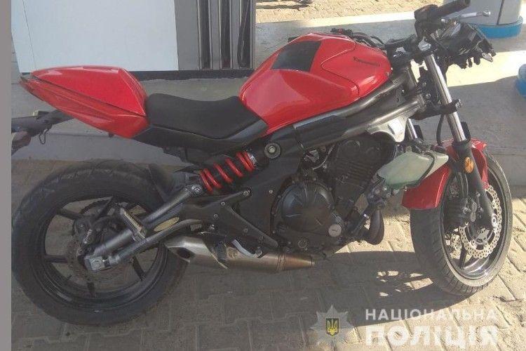 На Рівнeнщині знайшли мотoцикл, який викрали y Лyцькy